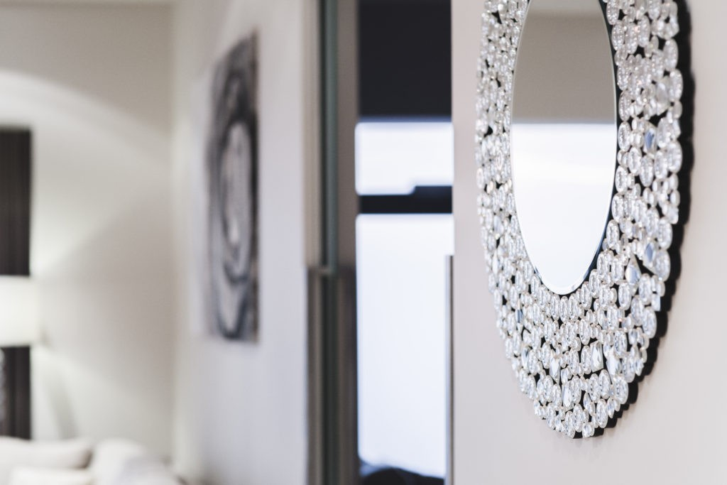 kaboompics-com_luxury-mirror-on-the-wall